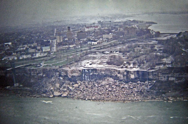 niagara-falls-turned-off-1969-12
