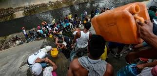 After more than six days without power, the people in Venezuela is drinking water from the sewer! - Política